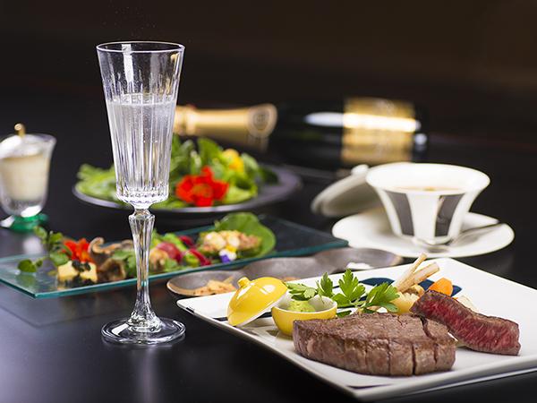 飛騨牛ステーキとスパークリングワインフルボトル付のコース料理 記念写真サービス