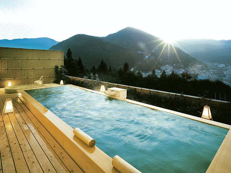 下呂随一の絶景を誇る総檜造り展望露天風呂「花見月の湯」 日の出の様子