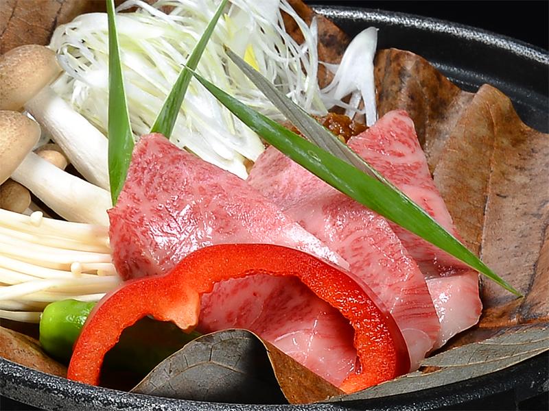 飛騨地方のブランド牛を飛騨地方の郷土料理で味わう逸品 朴葉味噌ステーキ