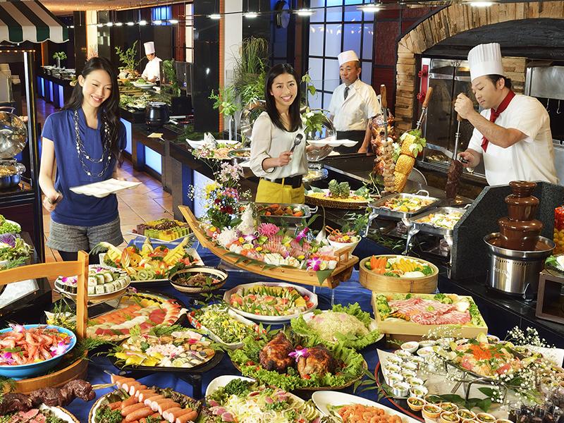 和食・洋食・中華、50種以上の食べ放題バイキング!オープンキッチン料理やデザートも充実!