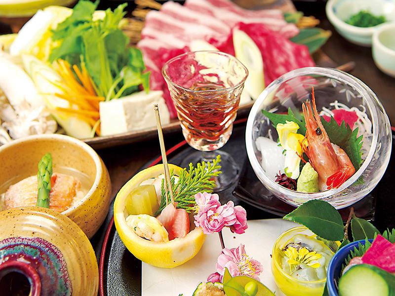 彩り豊かな前菜やお造り、鍋物は〆の麺までご堪能ください!