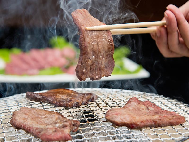 食べ応えに満足!分厚い牛タンを炭火焼きでお召上がり下さい