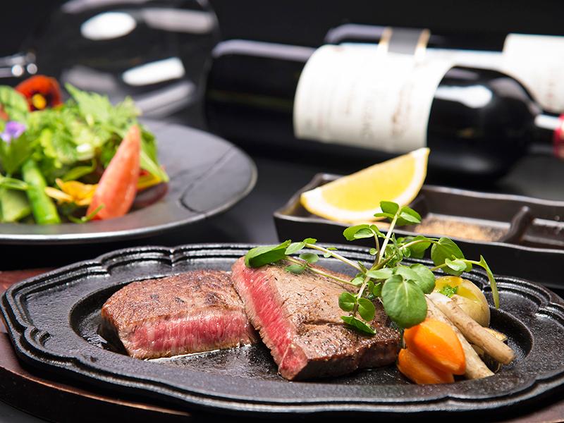 飛騨地方が誇る高級ブランド牛「飛騨牛」のステーキが約200g!
