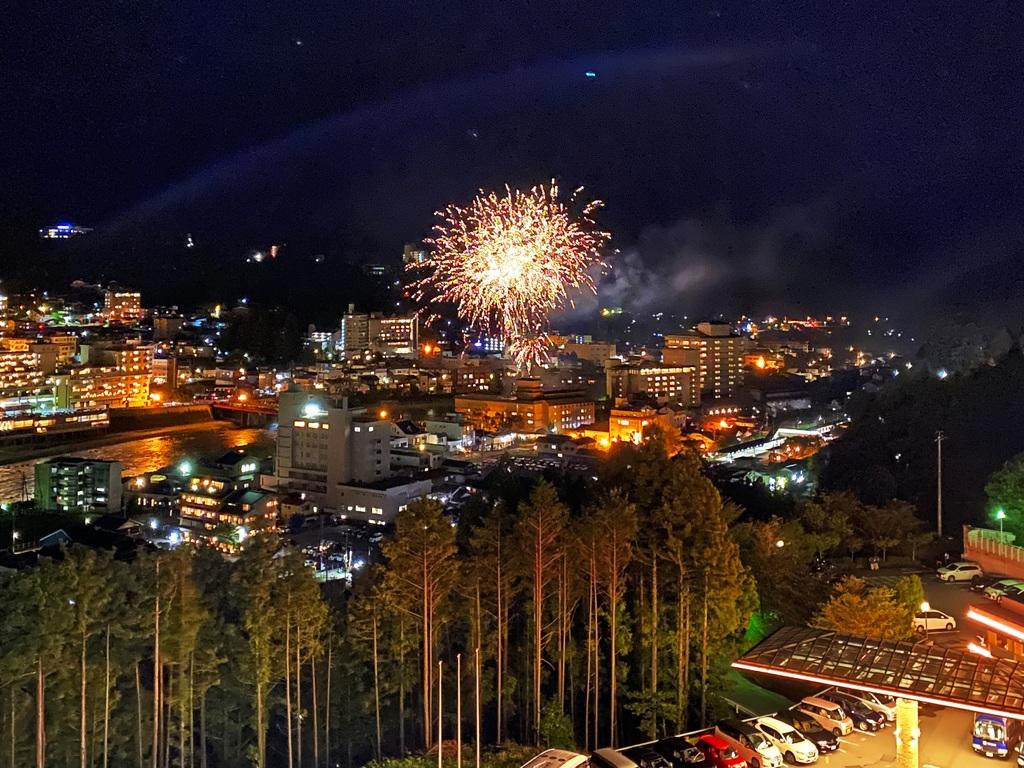 夜景&花火の見える高層階確約プラン!プライベート空間で楽しむ打ち上げ花火 ※階層は指定できません
