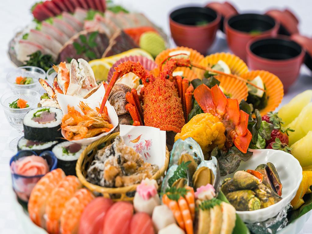 【夕食】高知の郷土料理といえば皿鉢!取り皿に取ってお召し上がりください♪