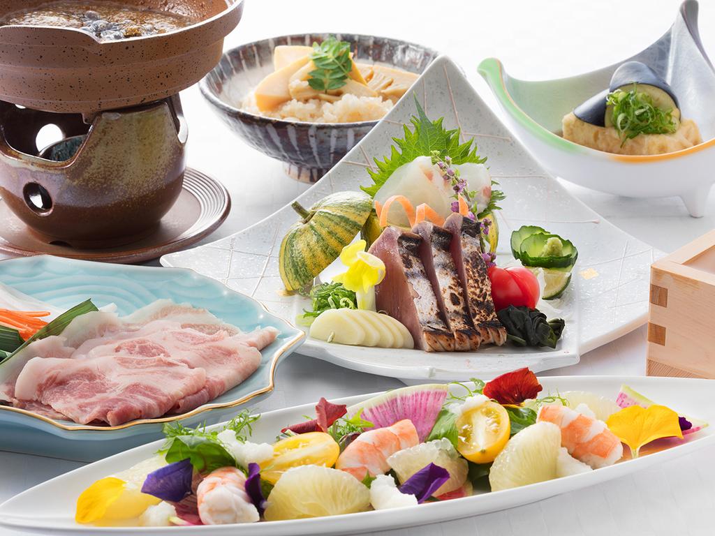 夜はホテルで食を愉しむ。 季節感あふれる食材と風味を活かした 『和食会席』コース※写真はイメージです