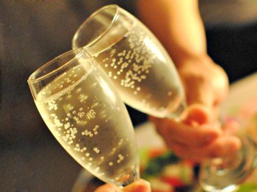 スパークリングワインで記念日を演出いたします。