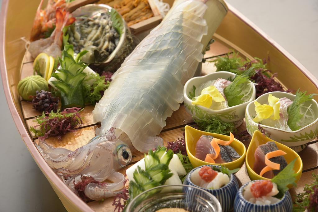 6月~8月美食旅のメイン:海の幸の舟盛り