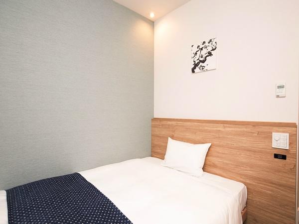 シングル【13�u/140cm】フロアによってベッドスローや壁掛け絵の違いがあります
