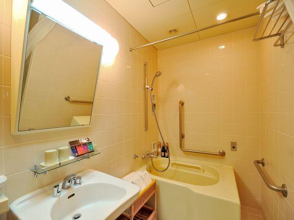 ユニバーサルルーム(バスルーム入り口ドア:開口有効巾1,700mm、スライドドア)