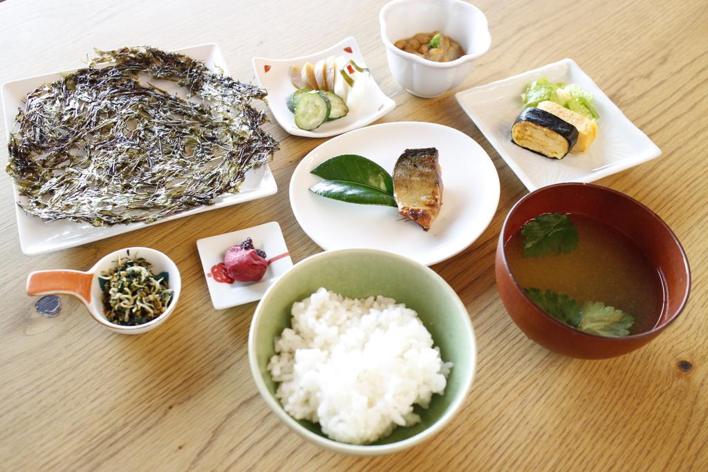 地元の海藻や発酵食をふんだんに取り入れた朝食です。