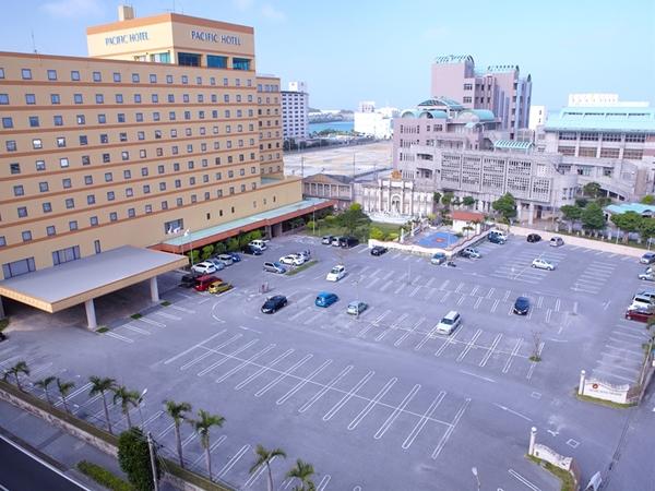 「パシフィックホテル沖縄」350台収容可能な無料駐車場を完備