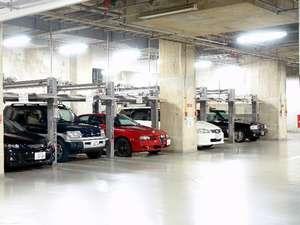 ご宿泊の方は駐車場を無料でご利用可能。チェックイン前、チェックアウト後の留め置きOK♪