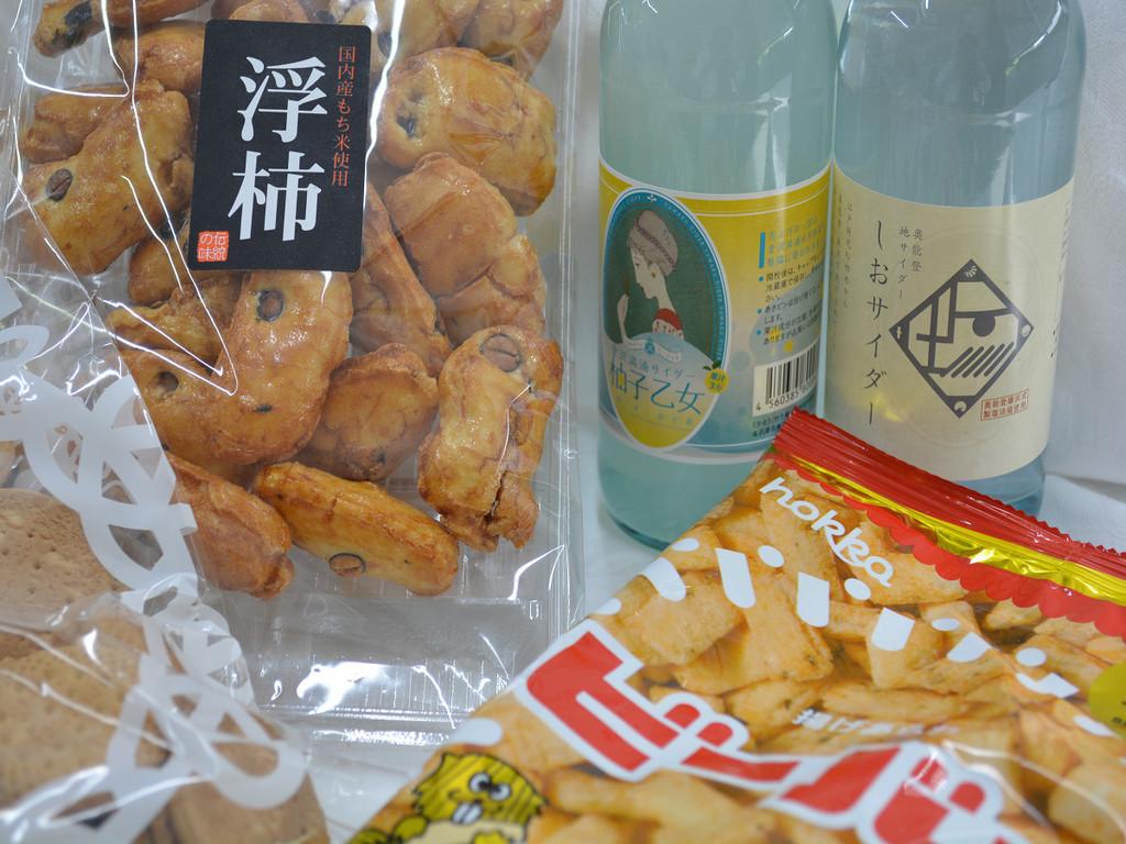 石川の地サイダーとお菓子