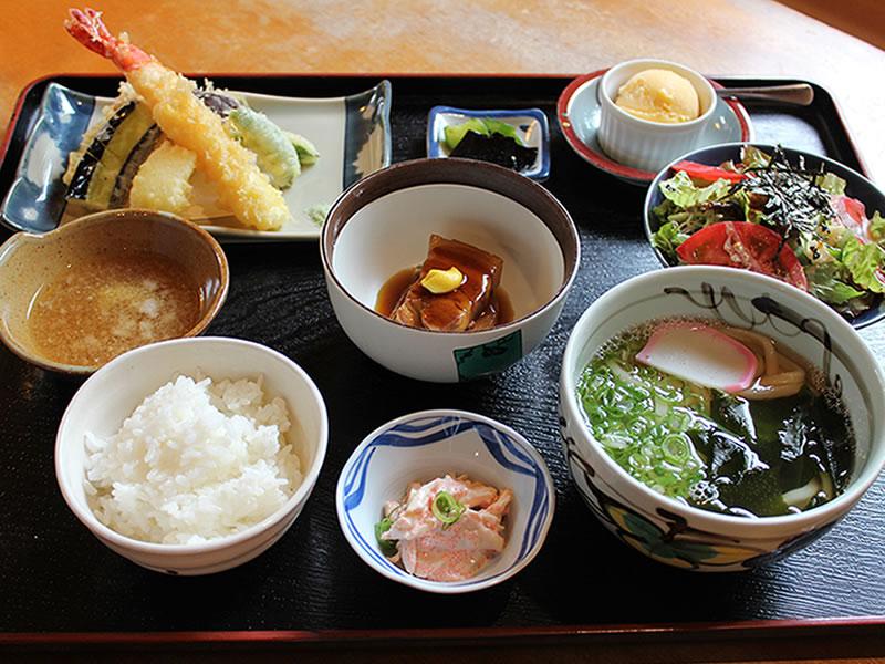 【予約制】夕食はホテルから徒歩1分圏内のうどん・そば和定食の「季泉」でホテルオリジナルメニュー