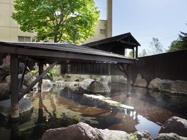 夏の露天風呂。大自然の中での湯あみをぜひ。