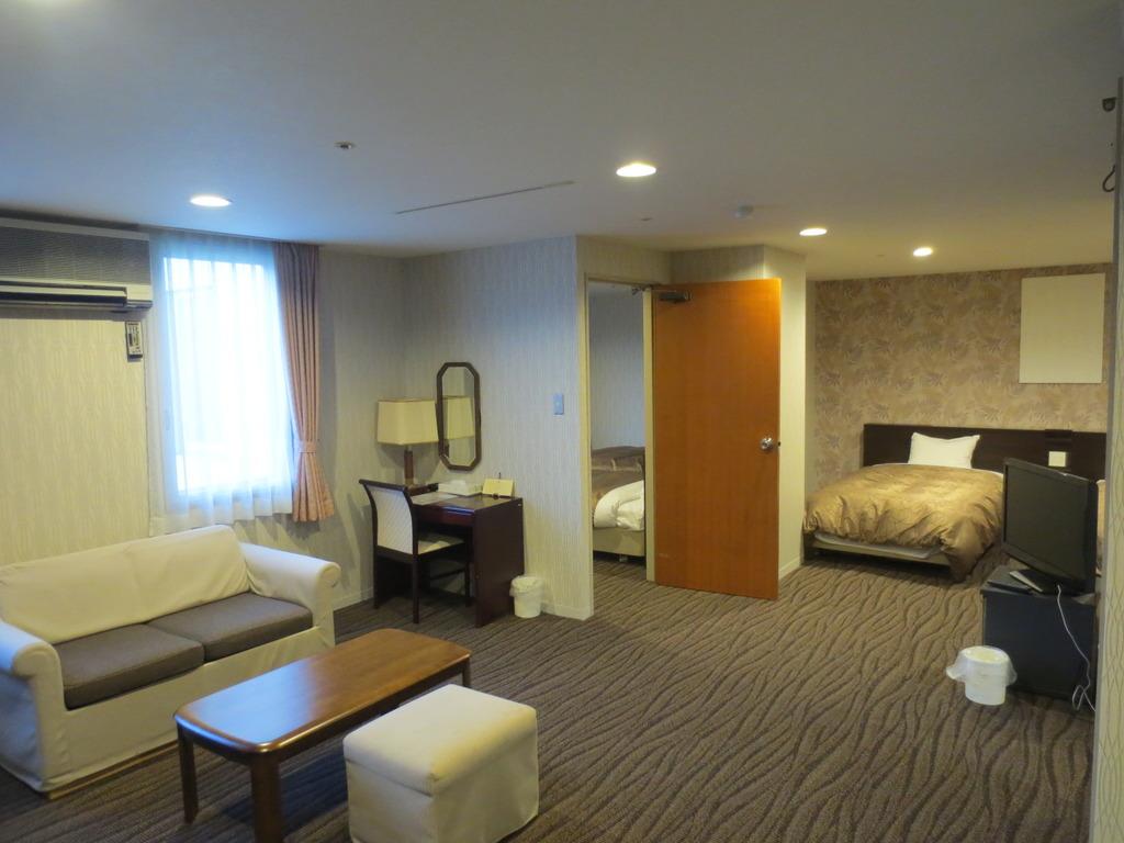 4ベッドスイート(洋間2室 1〜4名・60平米)