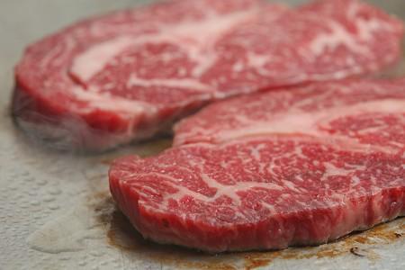 旨み溢れる国産牛のステーキ
