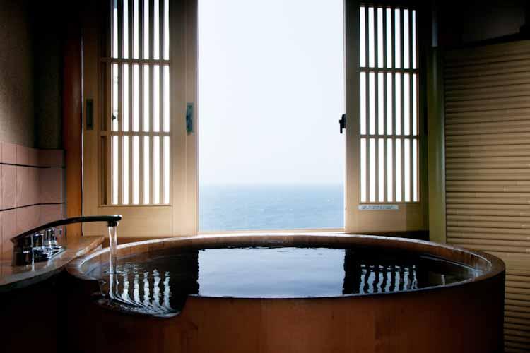 半露天風呂付き客室(一例)