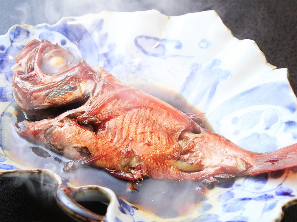 伊豆名物の金目鯛は身がぎっしり詰まっております