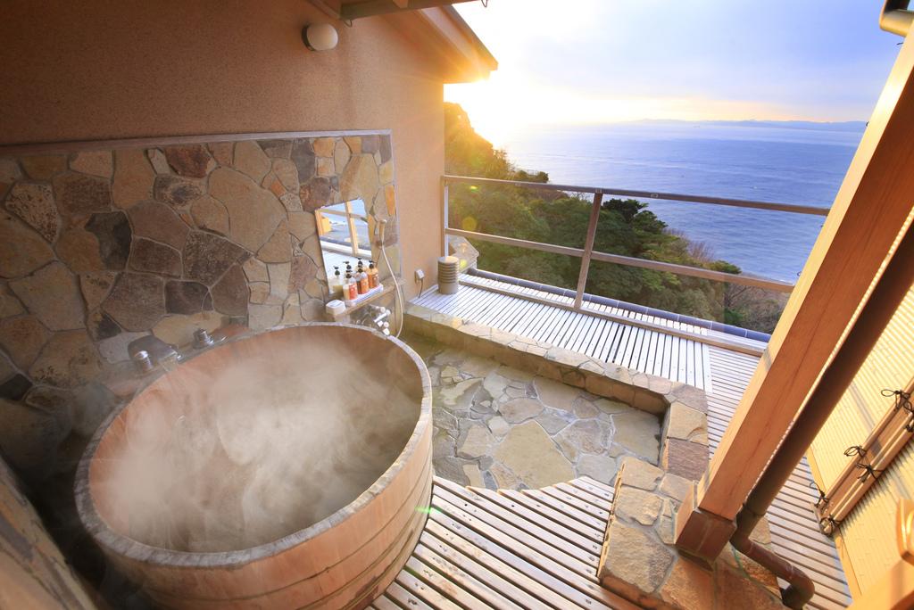 貸切露天風呂から駿河湾を一望