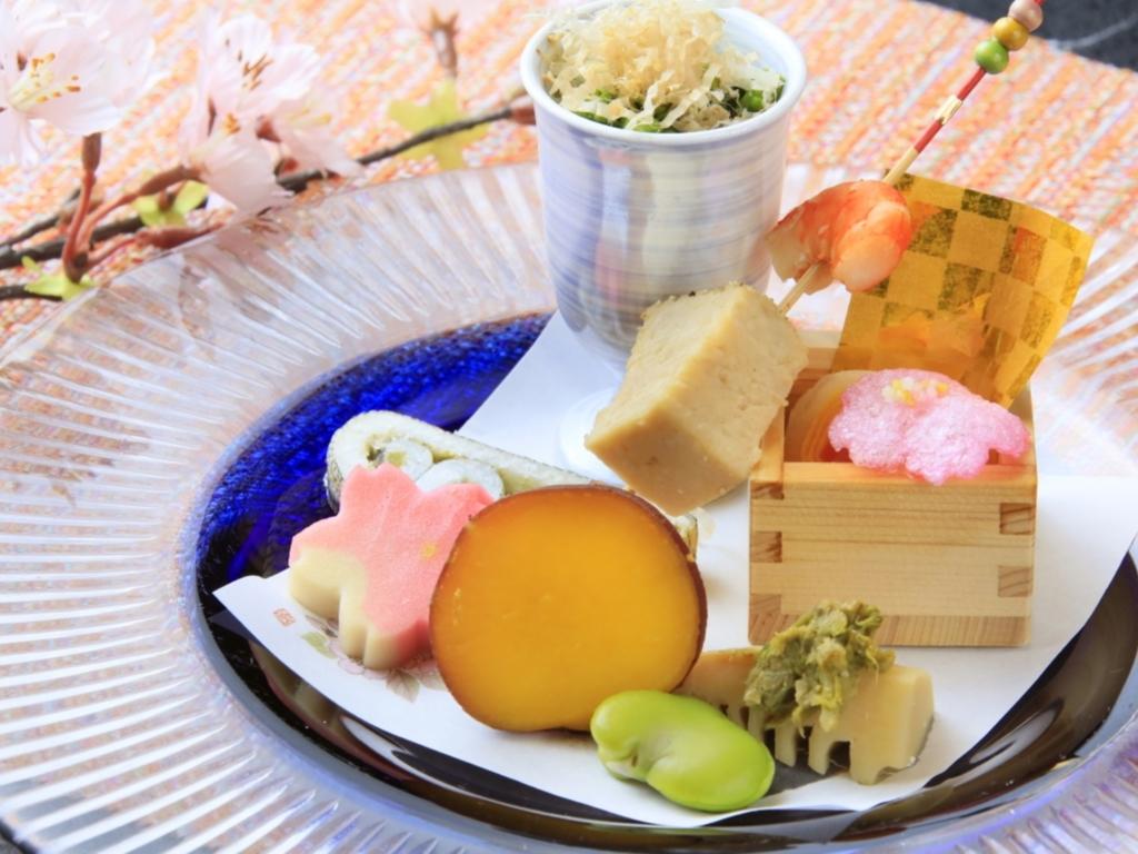 前菜の一例になります。季節感溢れる会席料理をお愉しみください。