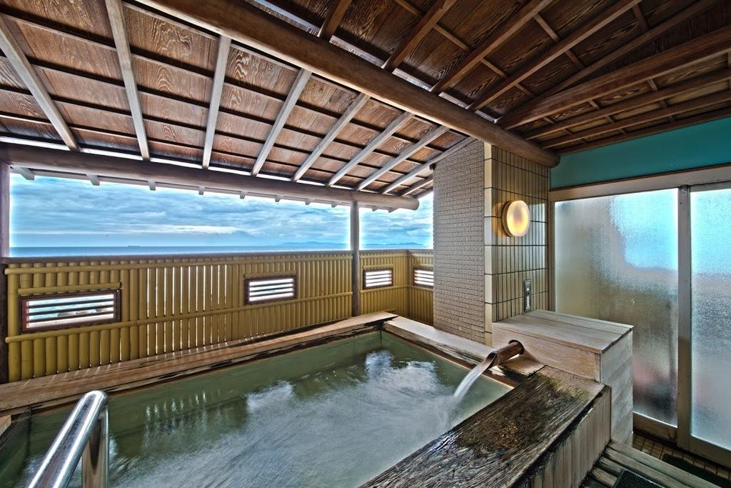 2階檜露天風呂