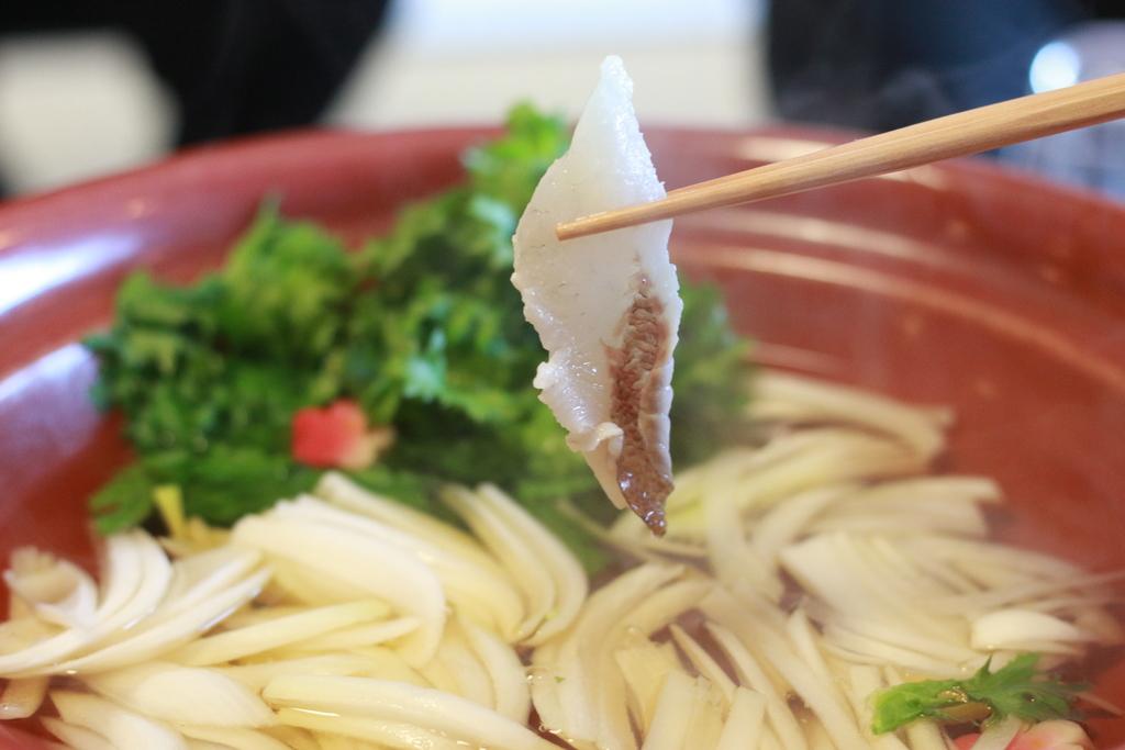 桜鯛のしゃぶしゃぶは魚の旨みが凝縮されています