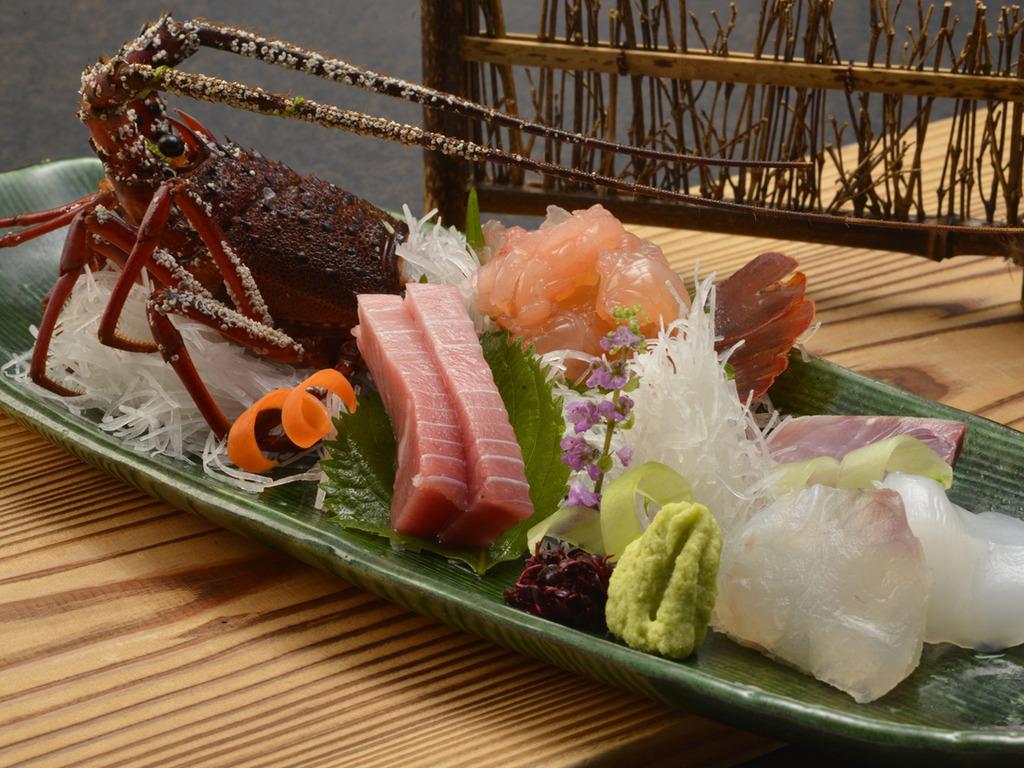 【夕食】伊勢海老のお造り(一例)