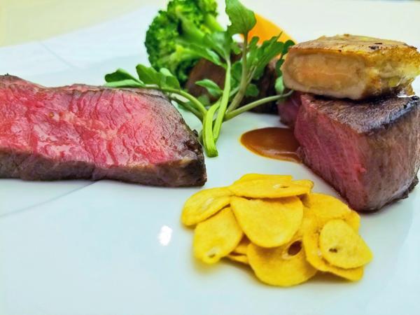 〈洋食〉道産牛背肉ローストと道産牛ヒレポワレ フォアグラ添え