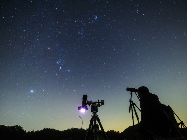 星空観察(イメージ)