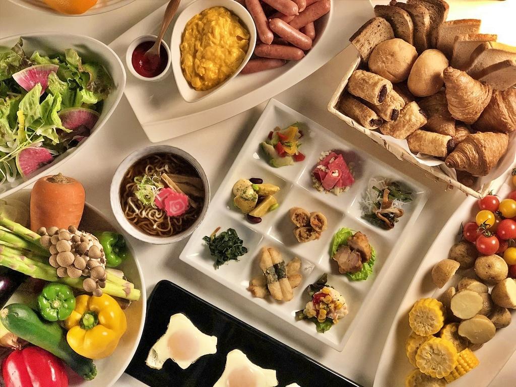 約40種の豊富な朝食ブッフェ!旭川市内の景色を楽しみながらどうぞ!