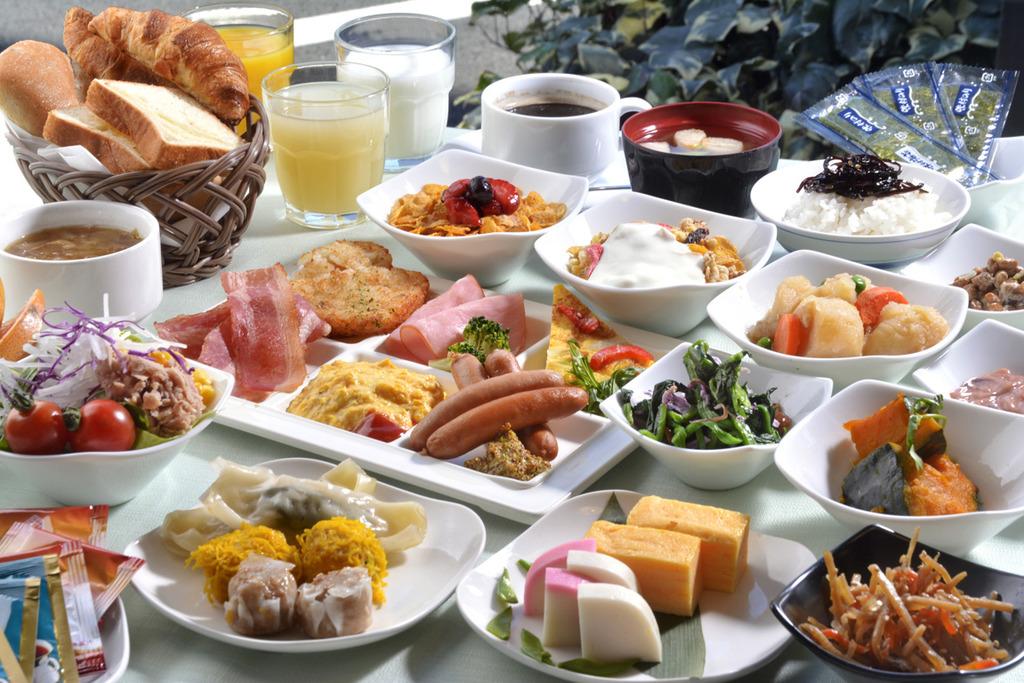 厳選された食材を使用した、種類豊富な朝食ビュッフェ。