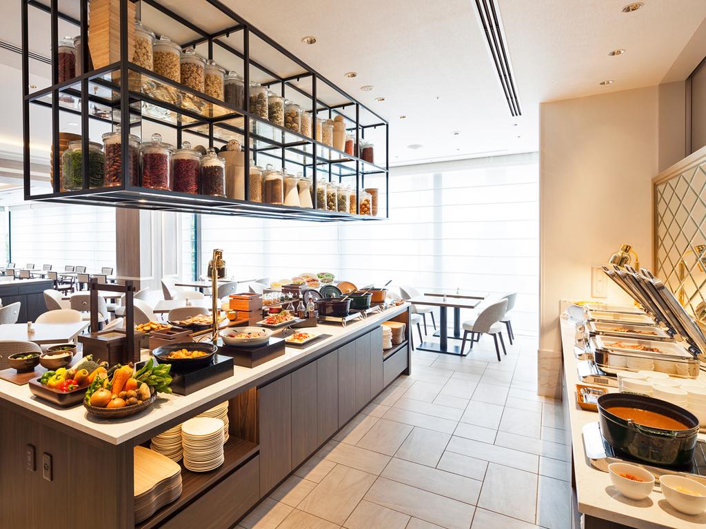 和食派の方も洋食派の方も嬉しい!60種類以上のメニューが並ぶ和洋朝食バイキング