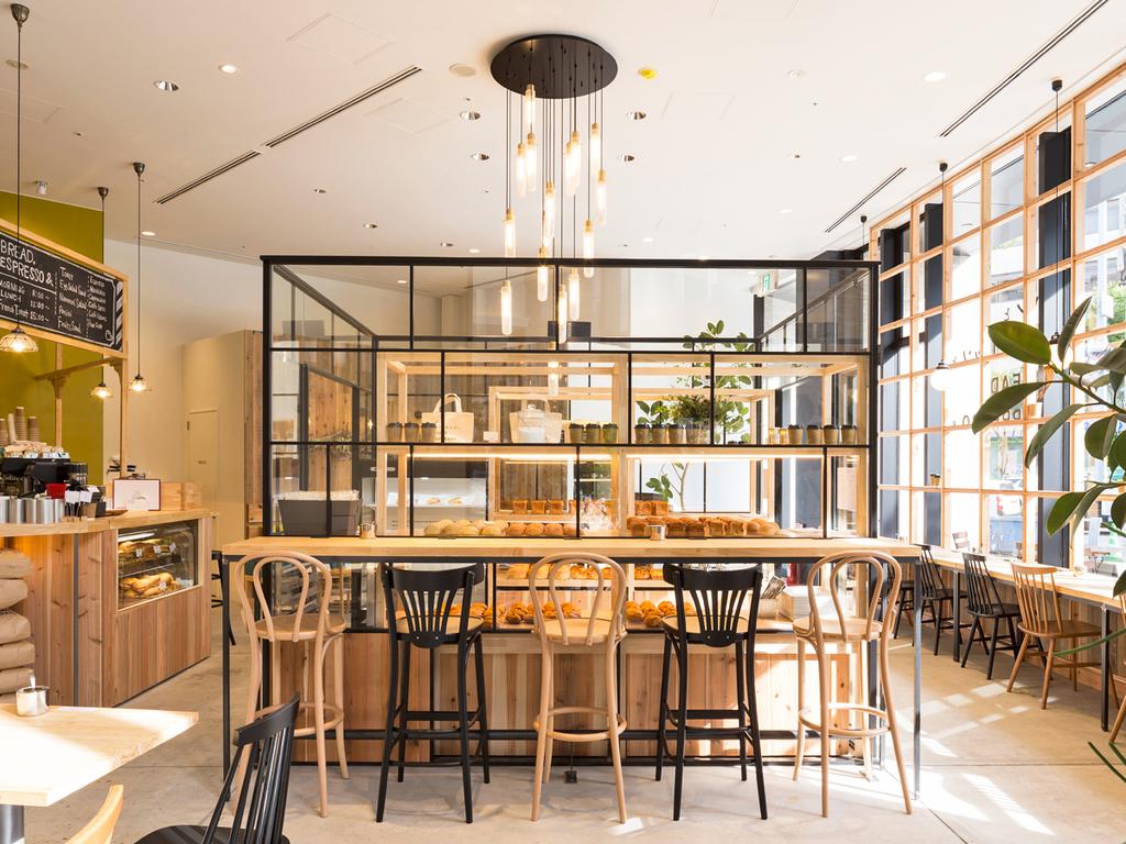 ホテル1階の「パンとエスプレッソと 南森町交差点」 焼き立てのパンはイートインもテイクアウトも可能