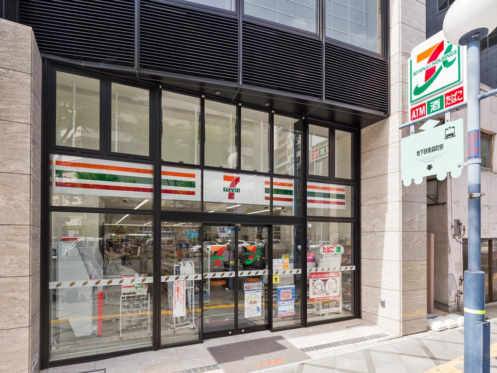 ホテル隣接の「セブン-イレブン大阪南森町店」 24時間営業なので軽食やデザートなどの買い出しにも便利