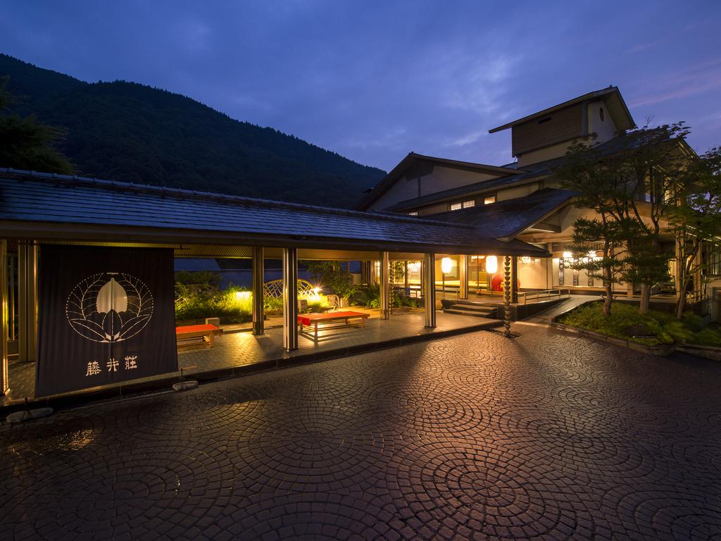 【外観】四季を通して一年中見事な景色を愉しめる絶景旅館です。