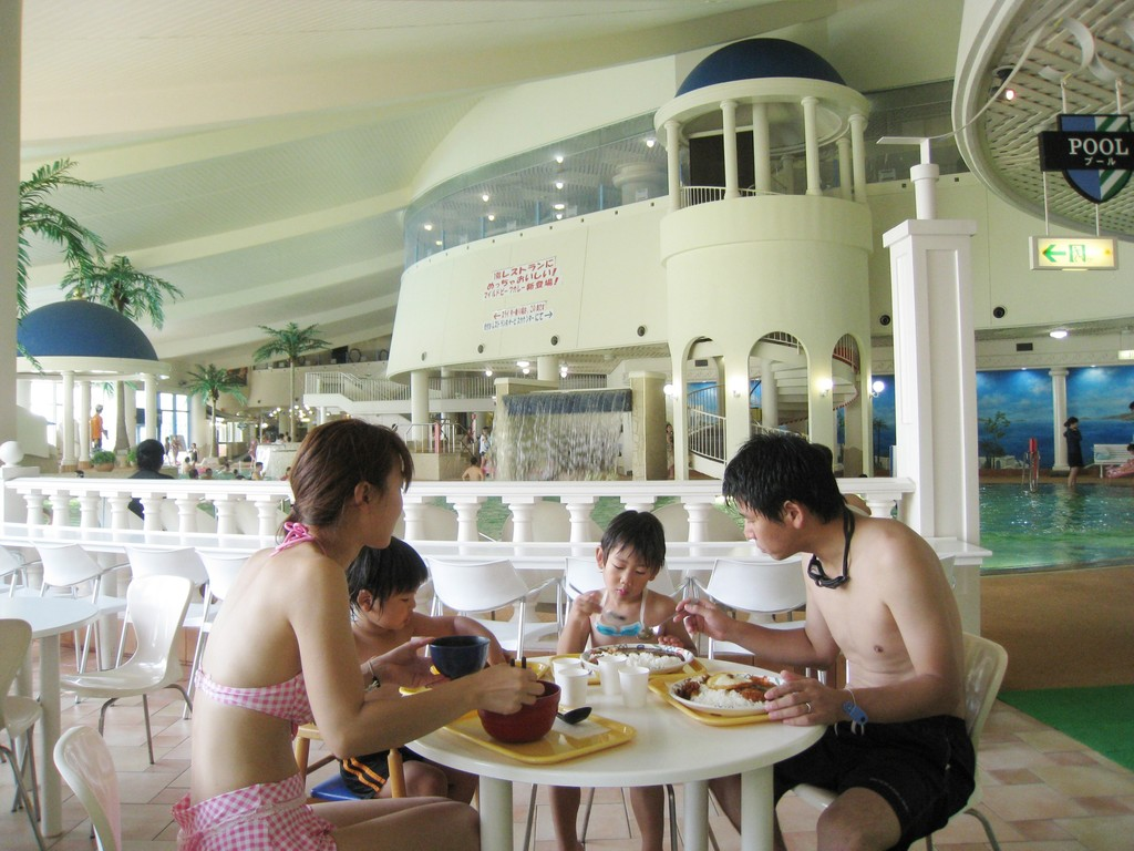 【プール&温泉施設】1階レストラン