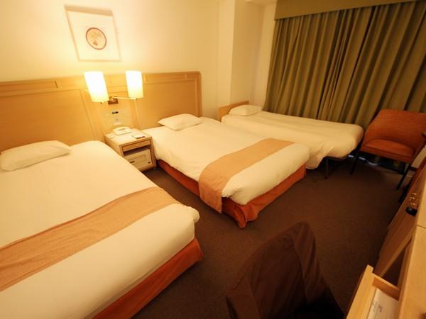 ツインルームにエキストラベッド1台を入れて最大3名様でご宿泊頂けます。