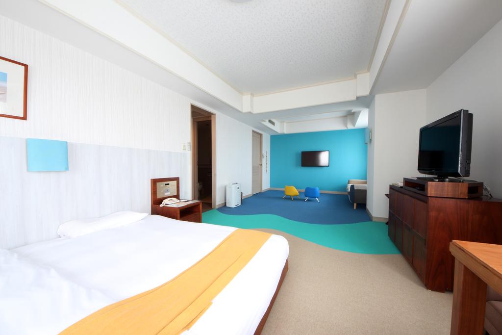 幅280cmのワイドベッドが特徴のアクア