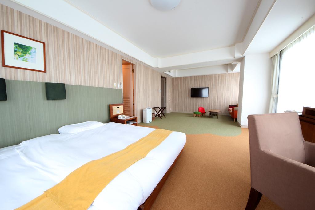 幅280cmのワイドベッドが特徴のフォレスト。