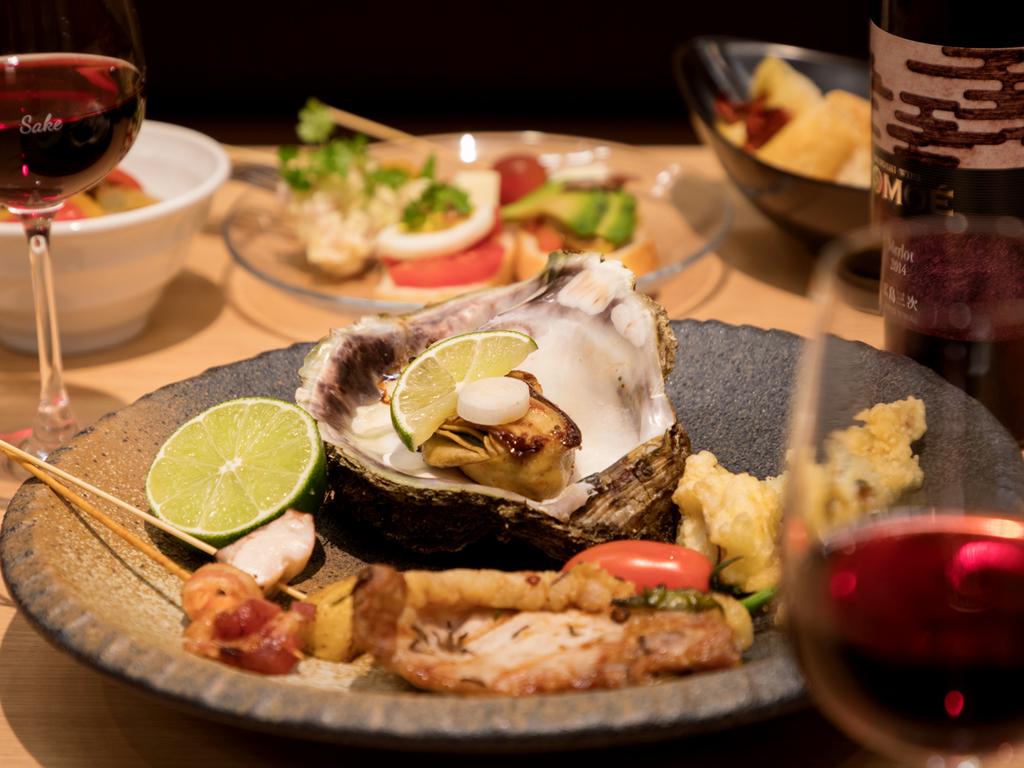 広島県産の食材を使った宮島別荘ならではの創作料理をブッフェスタイルで、提供いたします。