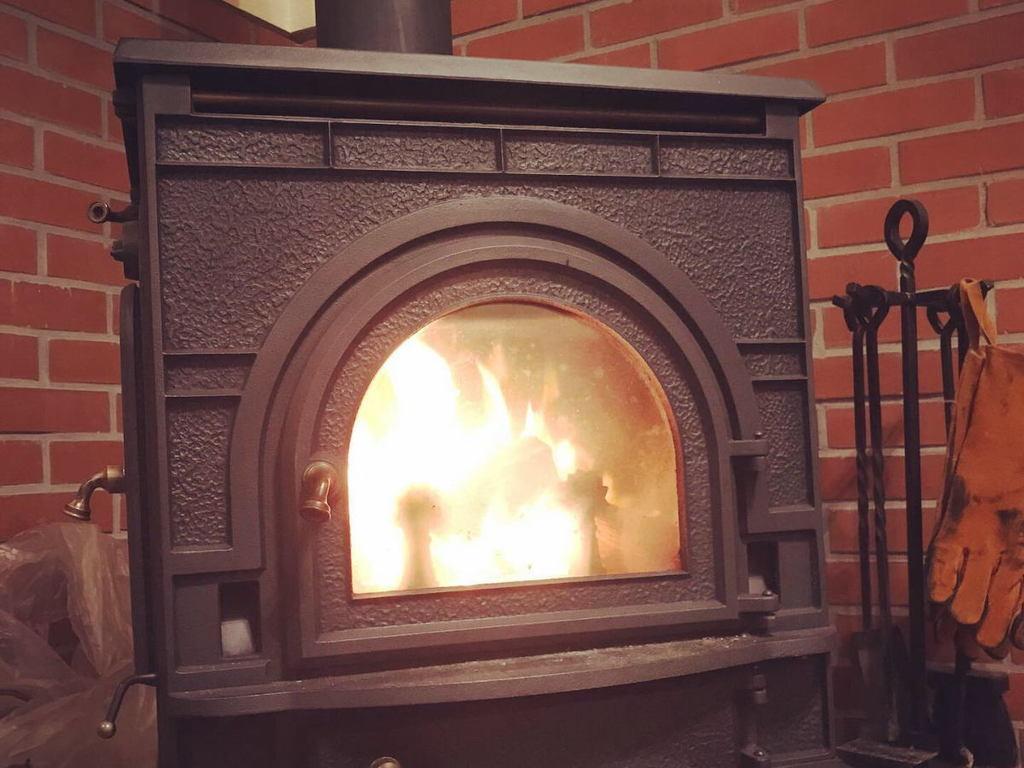 薪が燃える炎には、人が無意識のうちに癒されていると感じる【1/f ゆらぎ】効果があります