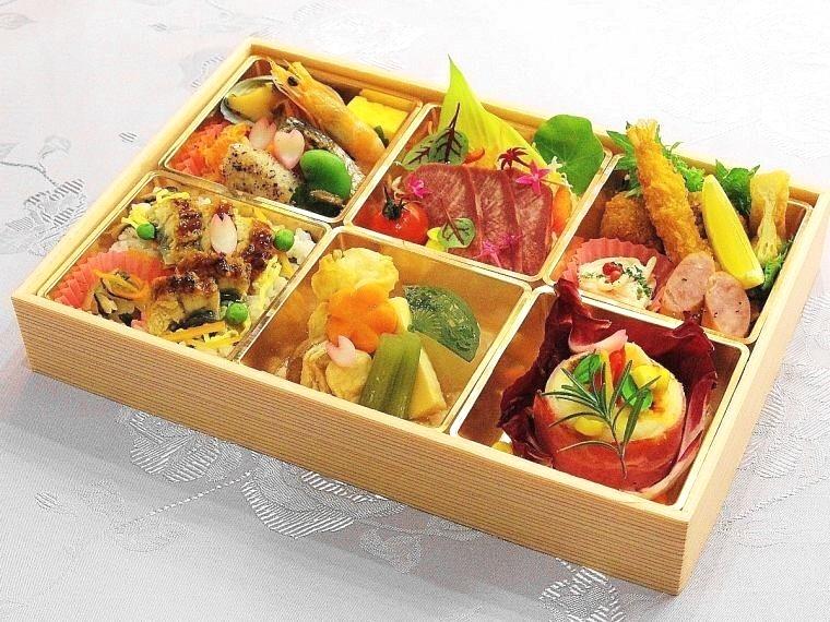 イメージ写真/ご夕食は、特製の松花堂弁当をお渡しします♪お部屋でゆっくり、またはラウンジ、千坪の庭園でもお好きな場所で♪