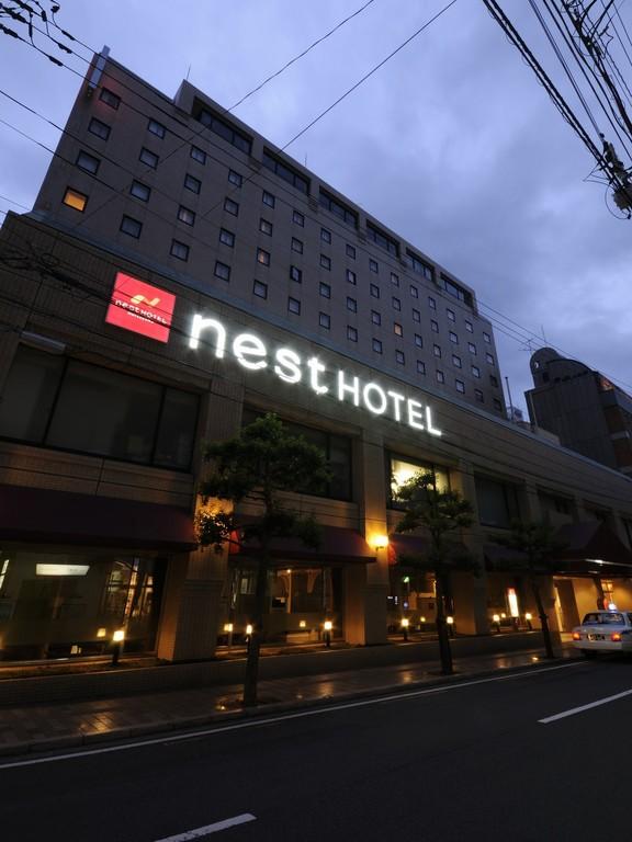 ネストホテル松山外観(夜)