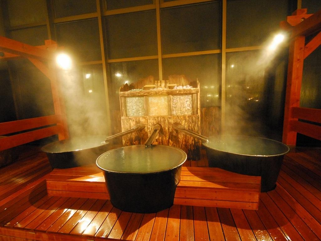 ≪阿蘇健康火山温泉≫3連パワーストーン鉄釜風呂