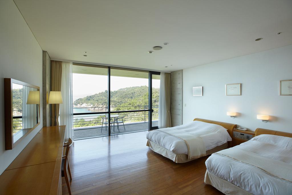 Room 202 �~���[�W�A���f���b�N�X�c�C��