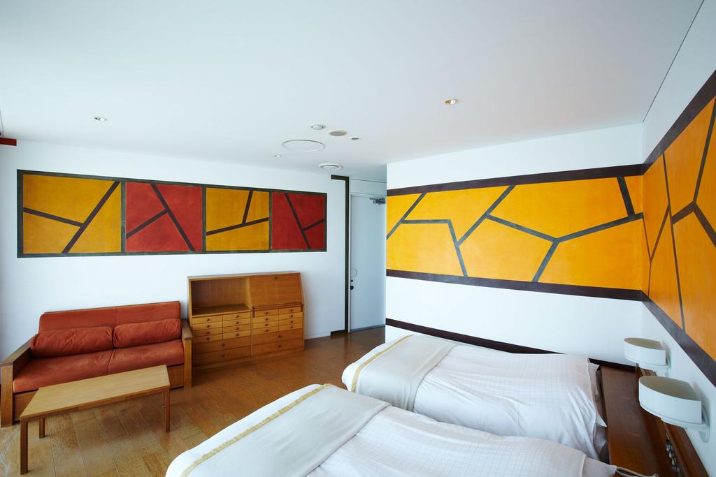 Room 405 �I�[�o���c�C��