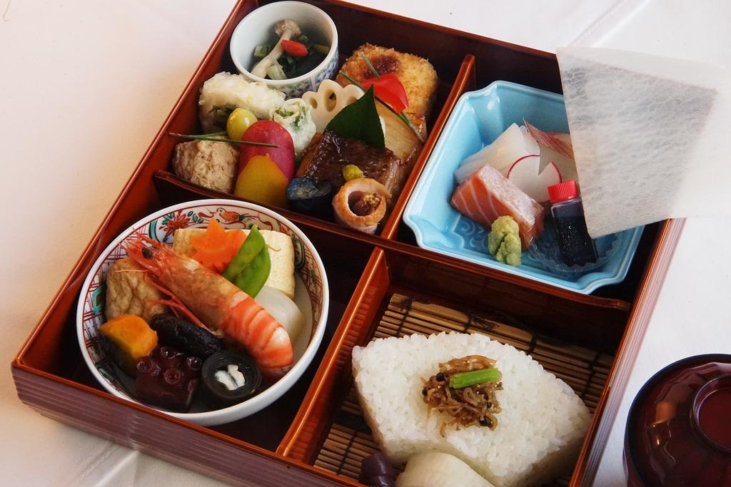 「さざ波」弁当(お部屋食)
