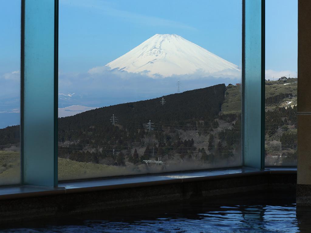 大浴場から望む富士山